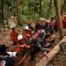 Tim penyelamat membawa sebuah kantong jenazah berisi korban longsor dari tambang emas ilegal di Bolaang Mongondow, Sulawesi Utara, 28 Februari 2019.
