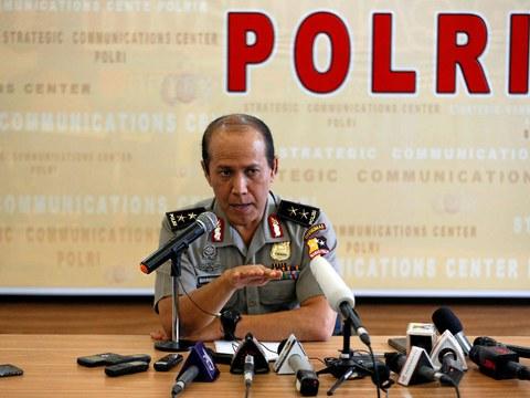 Boy Rafli Amar, yang pada waktu itu adalah juru bicara Kepolisian Republik Indonesia, memimpin konferensi pers di Jakarta perihal terbunuhnya Santoso, teroris yang telah lama berada dalam daftar pencarian orang karena memimpin kelompok militan bersenjata Mujahidin Indonesia Timur, 19 Juli 2016.