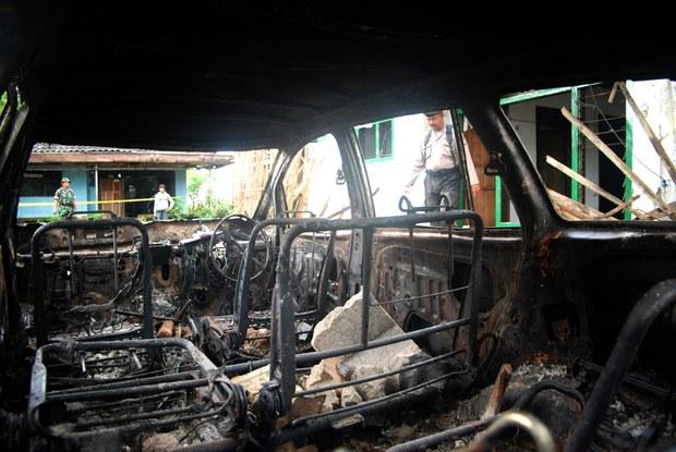 Massa Serang dan Rusak Masjid Ahmadiyah di Kalbar