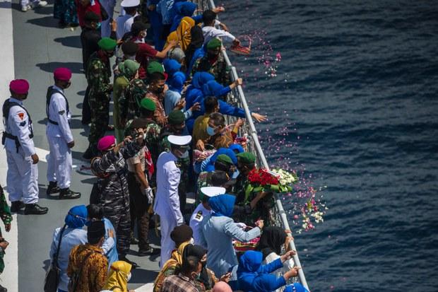 Dua Kapal AL Cina Tiba di Bali Bantu Angkat KRI Nanggala-402
