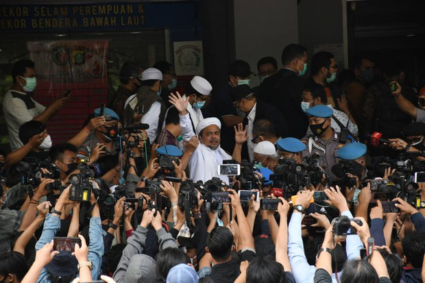 Diwarnai Protes, Jaksa Bacakan Dakwaan Berlapis Rizieq Shihab